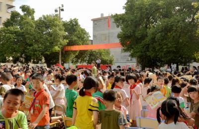 贺州市疾病预防控制中心开展控烟进校园宣传活动